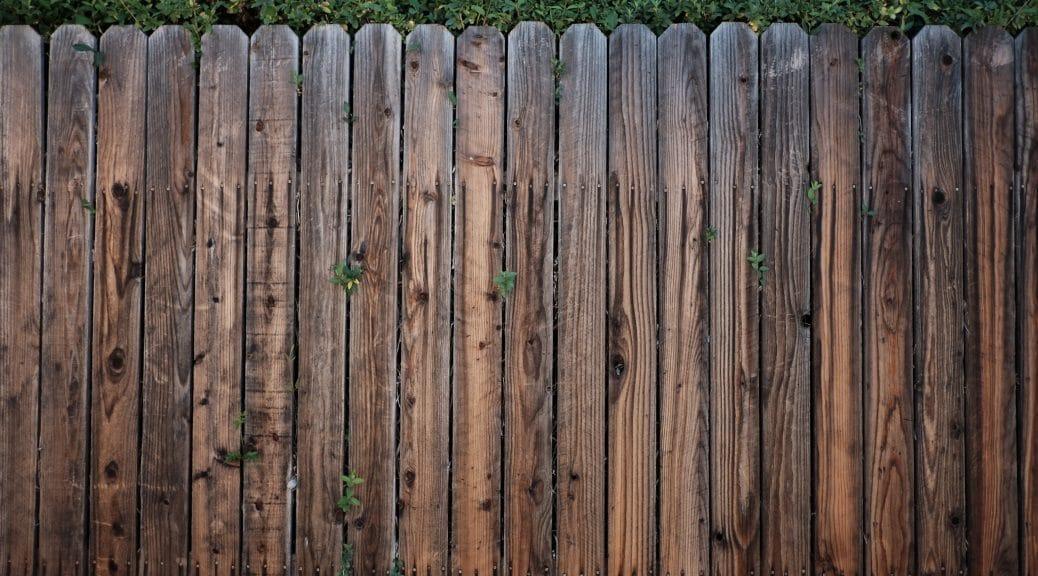 Clôture en bois pour délimiter son jardin